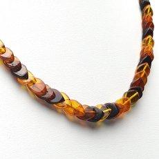 画像9: バルティックアンバー(琥珀)、バルト海リトアニア産 - リーフ型連ネックレス、サイズ約45cm【ケース付】 (9)